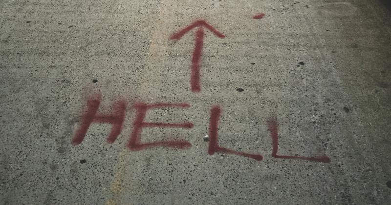 Hell felirat.